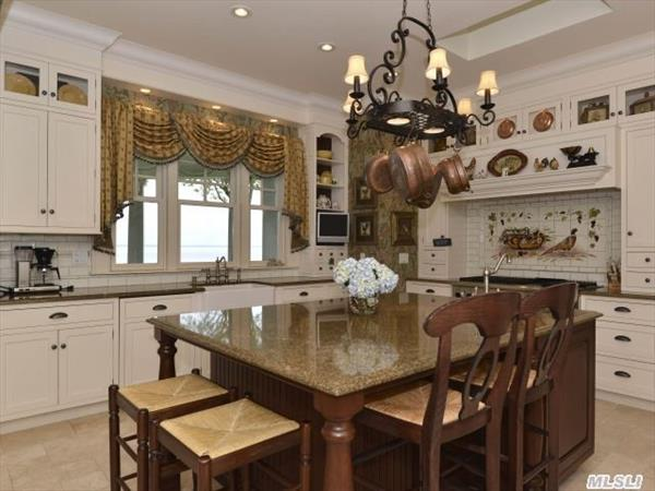 Gourmet Kitchen With Sub-Zero Refrig/Freezer