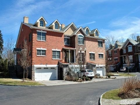 Ultimate Luxury Meets The Practicality Of Long Island Living Where The Preserve Of Woodbury Boasts Manhattan Style Townhomes With Country Comforts And Views. Triplex Living W/ Elevators To Whisk You From Floor To Floor,  Turns This Unit Into A Master On Main From Any Floor. Top Of The Line Appliances,  Cabinets,  Granite Counters,  & Wood Floors. This Is A Must See!