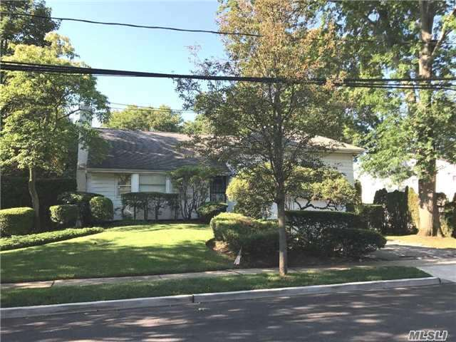 This Well Maintained 5-Level Split Is Perfect For A Family Who Enjoys Living Large & Entertaining.  It Has A Large L- Shaped Living Room W/ Wood-Burning Fireplace & Formal Dining Room, Eik, Den/Office, Master W/ Ensuite, 3 Bedrooms & 2 Additional Full Baths, Large Family Room W/ .5 Bath & Ose Leading To 18'X36' Ig Pool, Ig Sprinklers & Large Entertainment Room W/ Bar.