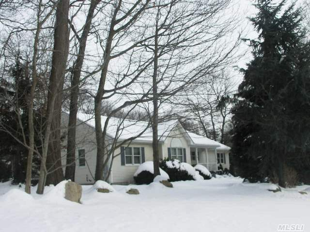Picture Perfect Custom Ranch Filled With Light! Premier Community Borders Great Rock Golf Course.Great Rm With Walls Of Windows & Gas Fireplace. New Kitchen (4Yrs)Stone Counters And Lots Of Light, Gleaming Oak Floors.2 Baths Updated 4 Years Ago. Privacy & Space On Prof Landscpd 1/2Acre With Specimum Trees!