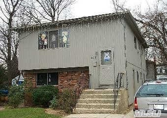 Hi Ranch Boasts 5 Bedrooms And 2 Full Baths! Great For A Large Family! Great Location! Wont Last!!!