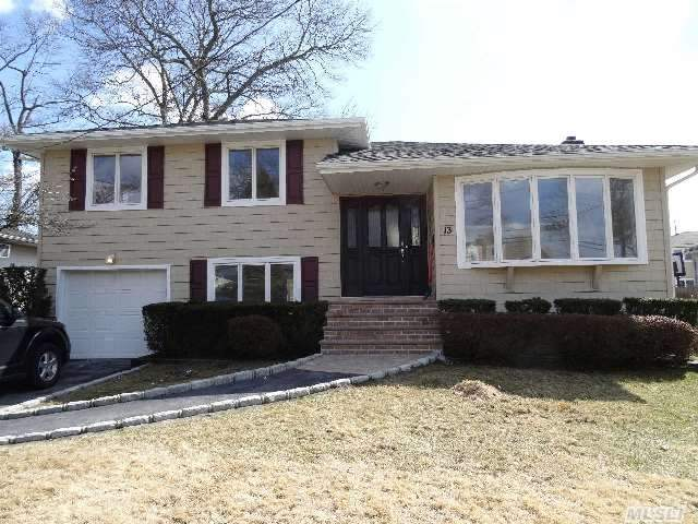 This Expanded Split Is Newly Renovated W/Loads Of Top Quality Cabinetry/Granite/Ss Energy Star Appliances/Gas Cooking & Skylights In Huge Kitchen. 2 New Baths/Gleaming Oak Floors/ New Siding/New Windows/2 Sets Of Sliders To Bi-Level Deck. Close To Lirr,  Quaint Town Of Mass Park & Restaurants! Sd#23  First Showing!