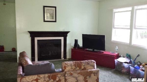 family room w/fireplace