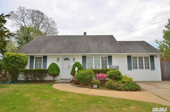 Wow! 9.5 Rooms In Arlyn Oaks Section Of Massapequa Sd#23! Mid Block Extcape Offers 4.5 Brs,  2 Updtd Baths,  Updtd Eik,  Fdr,  Large Lr,  10X20 Den,  14X16 Sun Room,  2 Year Young Carpet On Seond Floor,  Hw Floors On Main Level,  Vinyl Siding,  2 Car Dway And Walk To All! All Co's And Permits In Place!