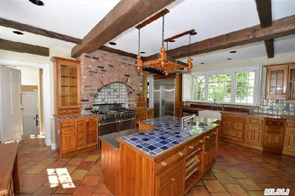 Full Kitchen with Island