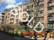 Mint Studio Apartment. Updated Kitchen W/ Granite & Gas Stove,  New Bath,  Bright & Sunny W/ Beautiful Hw Floors Throughout. Lots Of Closets,  Located In 24 Hr Gated Community W/ Playground,  Laundry Facility,  Storage & Bike Rm. Close To Lirr. Only 34 Min Into Penn!