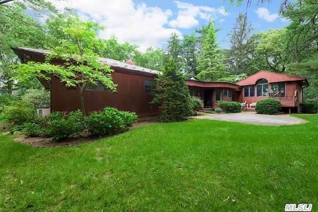 Welcome To This Charming Custom Contemporary Home In Ug W/High Ceilings & Walls Of Glass Overlooking A Spectacular Park-Like Property. Marble-Foyer Leads To A Form Lr W/ Botanical Views & The Adjoining Dr Offers Large Entertaining Possibilities. Enjoy A Custom-Built Gourmet Eik , Huge Fully Fin Bsmt W/ Own Entry,  Heated Garage,  & Much More! Possibility Of Subdivision!