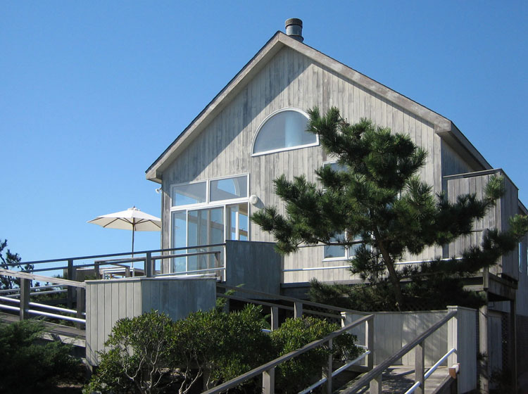 Magnificent views - the best of the best, 3 bedrooms, 2 baths, with outside enclosed shower, plenty of deck space facing ocean for entertaining. Spacious cathedral ceilings throughout, kitchen with open bar dining area and living room with fire place. Central air conditioning, gas barbecue, satellite TV & wireless DSL. Three newish bicycles. Maximum 6-Adults