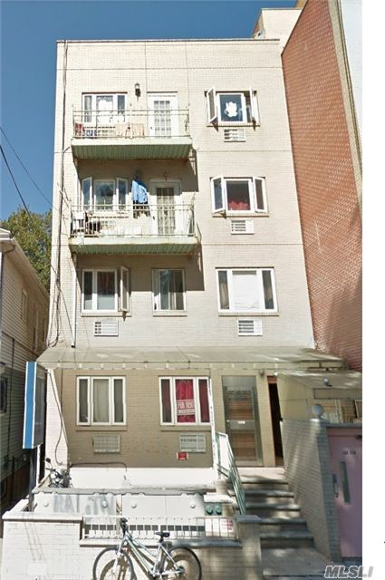 1 Bedroom Condo Apartment (Currently Covert To 2 Bedrooms) In Center Of Flushing, 5 Minutes Walk To 7 Train Station, 3 Minutes Walk To Library, Supermarket. Close To All.