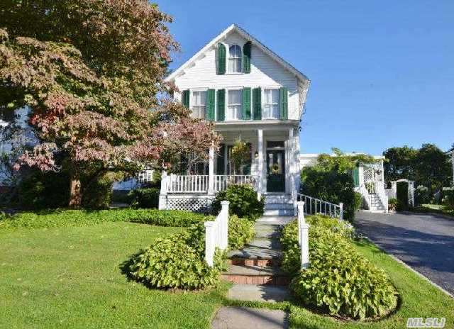Charming Village Victorian On A Treelined Street. 3 Bedroom,  2.5 Bath Victorian. Master Suite /Professional Suite On 1st Floor. High Ceilings And  Large Rooms Lovely Private Yard. Near Restaurants And Shopping.