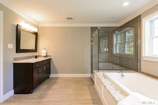 Master Bath Dual Vanaties