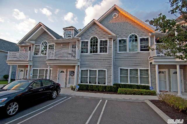 Move Right In To This Fabulous 22 Unit- 2 Year Old- Condo Community! Plainedge/Bethpage Area- Sd #18.- 2 Bedrooms And 2 Baths! Custom Kitchen W/ Granite,  Wood Floors. Cac,  Gas Heat And Cooking! Laundry Room! Nestled Right In The Mist Of Wonderful Residential Area! 2nd Floor Unit