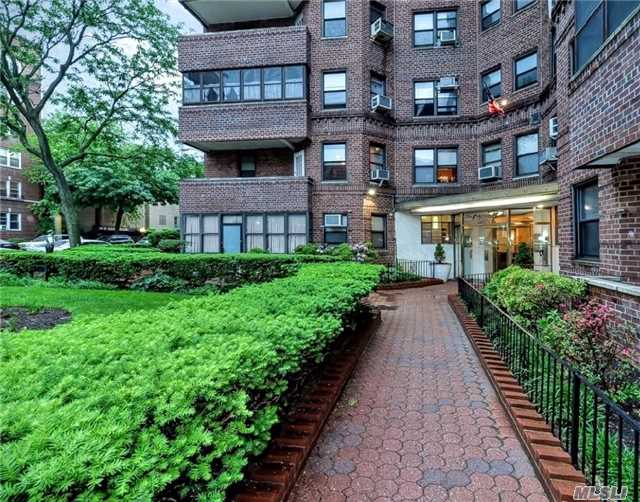 Prime Forest Hills Prewar-Style Classic, The Cromwell. Prestigious Doorman Bldg. 1000 Sqft Of Charm & Grandeur, High Ceilings, Arched Doorways. Huge Living Room & Xlg Master Br, Lg 2nd Br. Spacious Eat-In-Kitchen + Window. Windowed Bath + Additional Shower Stall. 7 Generous Closets. Pet-Friendly. Just 2 Blocks E/F/M/R, Lirr. Steps To Qm12, Q60 Austin St Shops. Ps196 Zone