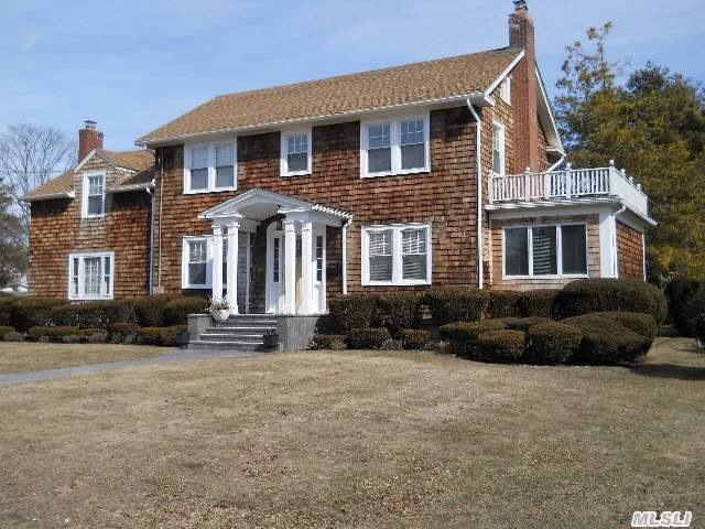 Spectacular 2600 Sq Ft Traditional 4 Bdrm,  2.5 Ba Eik W/ New Ss Appl's & Quartz Counter Tops,  Old World Molding,  Lr With Fplc,  Den W/ Fplc,  Sunroom,  Oak Flrs Thru-Out,  All Ba's Updated Bear-Claw Cast Iron Tub. Brand New Energy Kinetics Sys 2000 Boiler & Hot Water Heater High Efficient 2 Det Car - Taxes Successfully Grieved From $13000...