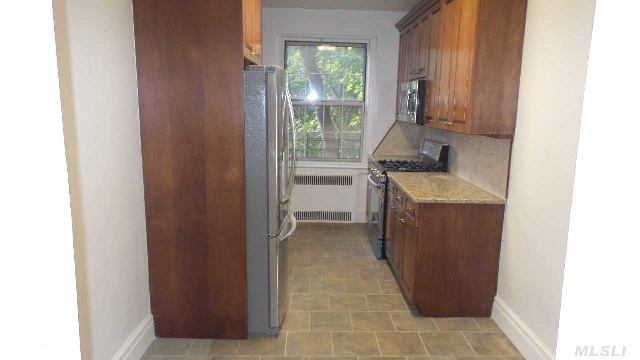 Sponsor Unit Opportunity. No Board Approval! Hampton Court Old World Charm In Picturesque Forest Park. Deluxe High End Gut Renovation. State Of The Art E-I-Kitchen,  Huge Rooms,  High Ceilings,  Ornate Trimming. Set In Cobble Stone Tree-Lined Sunken Village Storybook Setting,  Like A European Country Retreat But Only Steps To Shops,  Lirr,  Q10,  10Min E/F Express. 24Hr Security.