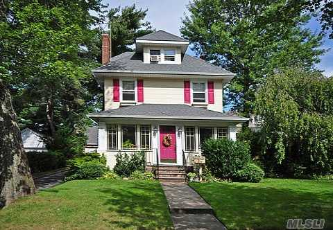Charm Galore! Open & Airy 1st Floor. Banquet Formal Dining Room, X-Lg Breakfast Nook & Large Bedrooms! 3rd Floor Could Be Master Suite! Close To Lirr(2 Blocks)!