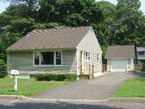 Well Built Spacious 2 Bdrm Ranch W/Detatched Garage * Beautiful Wood Floors* Town Park To Right Of Property * Full Basement * Well Insulated * New Cesspool* Fenced Back Yard* All Binders Off* Vacant And Ready To Move Right In * Congress Has Enacted Legislation Providing A Tax Credit Of Up To $8,000 For First-Time Home Buyers.