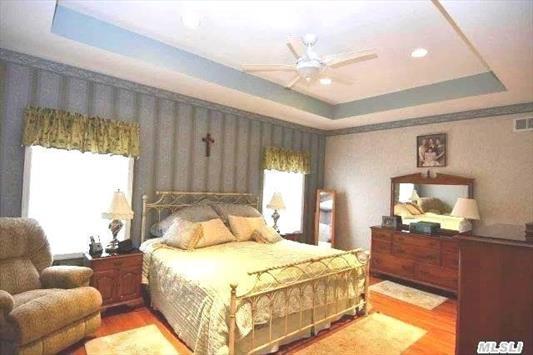 First floor Master Bedroom w/full bathroom