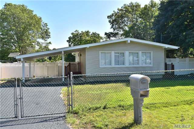 Renovated 3 Bed 2 Bath Ranch On Tremendous Lot! Feat. Hardwood Floors Throughout, Central Air, Renovated Kitchen, Baths, Roof & Much More! Close To Shopping, Restaurants, Ect.