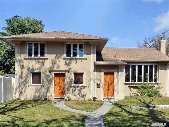 This Outstanding Contemporary Split Offers Incredible Space Flowing Over 4 Levels.  Renovated & Updated To Perfection. This Home Offers 5 Bedrooms,  3 New Full Baths,  Granite Eh,  Den W/Doors To Patio. Basement W/Wet-Bar,  Lr W/Cathedral Ceiling & Bamboo Floors. Gourmet Eik,  Formal Dr,  Spacious Side Yard. Dream Home!!! Too Much To List. Close To All. Bring Your Toothbrush.