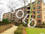 Beautiful Studio Apartment. New Bath,  Bright & Sunny W/ Gleaming Hw Floors Throughout. Lots Of Closets,  Located In 24 Hr Gated Community W/ Playground,  Laundry Facility,  Storage & Bike Rm. Close To Lirr. Only 34 Min Into Penn!