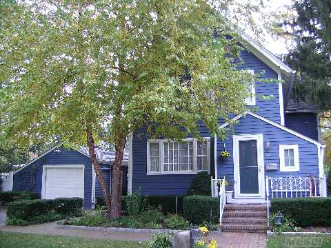 Highland Park! 1890'S Colonial/Victorian, Like New, Many Updates. Gorgeous Pool/Patio/And Landscaping. Taxes With Star $5,929.40.