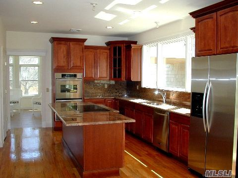 Designer kitchen: Granite countertops, stainless appliances, cherry cabinets