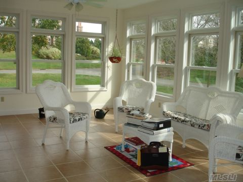 Den/Office/Sunroom - unlimited possibilites - sunny and bright
