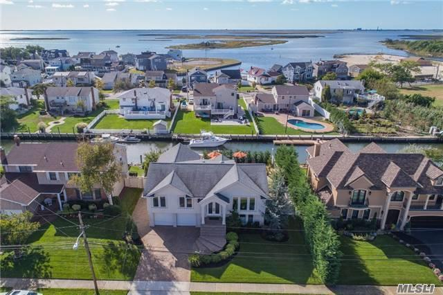Waterfront Stunner! True Diamond! Remodeled Expansive/Open Concept! Exquisite Chef's Eik! Custom Cabinetry, Granite, 4.5X9 Islnd, Wolf, Sub-Zero, Miele, Wine Chillers.Huge Den/Gas Fpl/Surround Sd.Luxurious Spa Bths/Air Jet Tub, Stained Oak Flrs.Resort Bkyd!Entertainer/Boaters Paradise--Salt Igp/Fountains, Light'g, Landscap'g.Navy Blkhd, Helical Piles, Dock, $571Yr Fld Insur&Low Taxes!