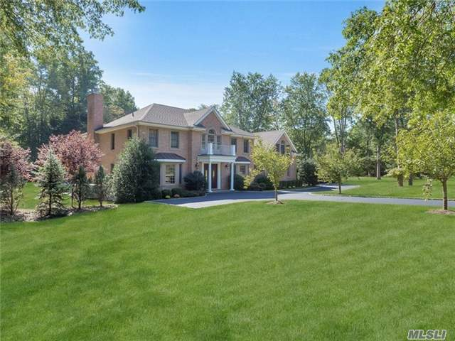 Old Westbury. Majestic All Brick Colonial Set On 2 Flat Acres Of Beautiful Rolling Lawns. This 5-Br, 4.5-Bth Home W/Grand 2-Story Ef Encompasses Dignified Charm Throughout. Featuring Gourmet Eik W/Brkfst Area & Top Of Line Appliances, Master Bedroom Suite W/Fpl & Fbth, Famrmw/Fpl &French Doors Out To Stone Patio/Entertainment Area W/Built In Bar, & Lots More! Must See!