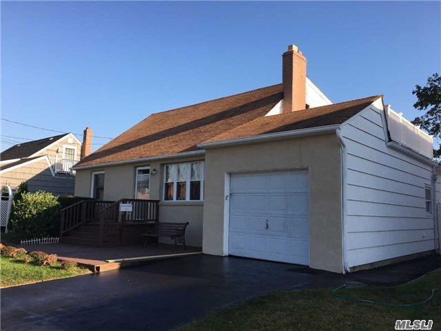 Beautiful Large Expanded Cape W/ Waterviews! Lr W/Fireplace, Formal Dr, Eik, Updated Baths, Gas Cooking, Gas Dryer. Gas Hw., 11' Ceiling In Fam Rm. Updated 200 Amp Elec, , Hi Hats, Ceiling Fans, Updated Windows, Sliders Off Dining Rm To 16X24 Deck, Landscaped Private Yard. 1st Floor Rear Extension, Full Rear Dormer On 2nd Fl., 4 Large Bdrm's W/ Hardwood Or New Carpet.