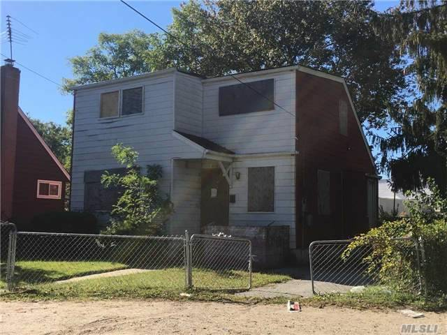Perfect For Investors. House Needs Repairs.