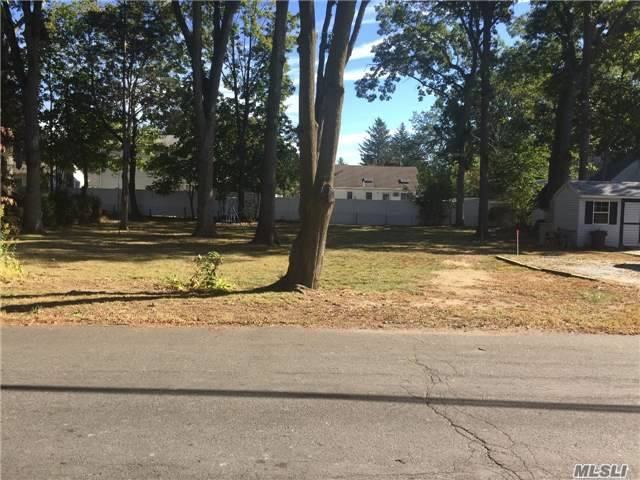 60X100 Lot In Heart Of Melville Triangle