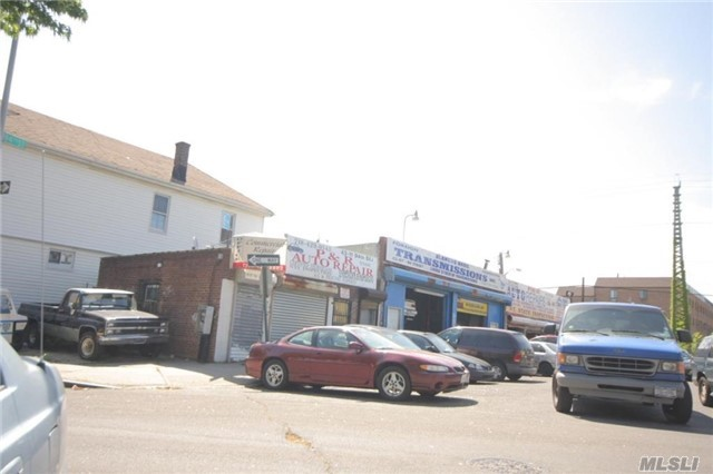 Warehouse For Lease Appr.1100 Sq.Ft Good For Auto Repair Business, Walk To Subway 5 Mins , Price Included R.E.Tax