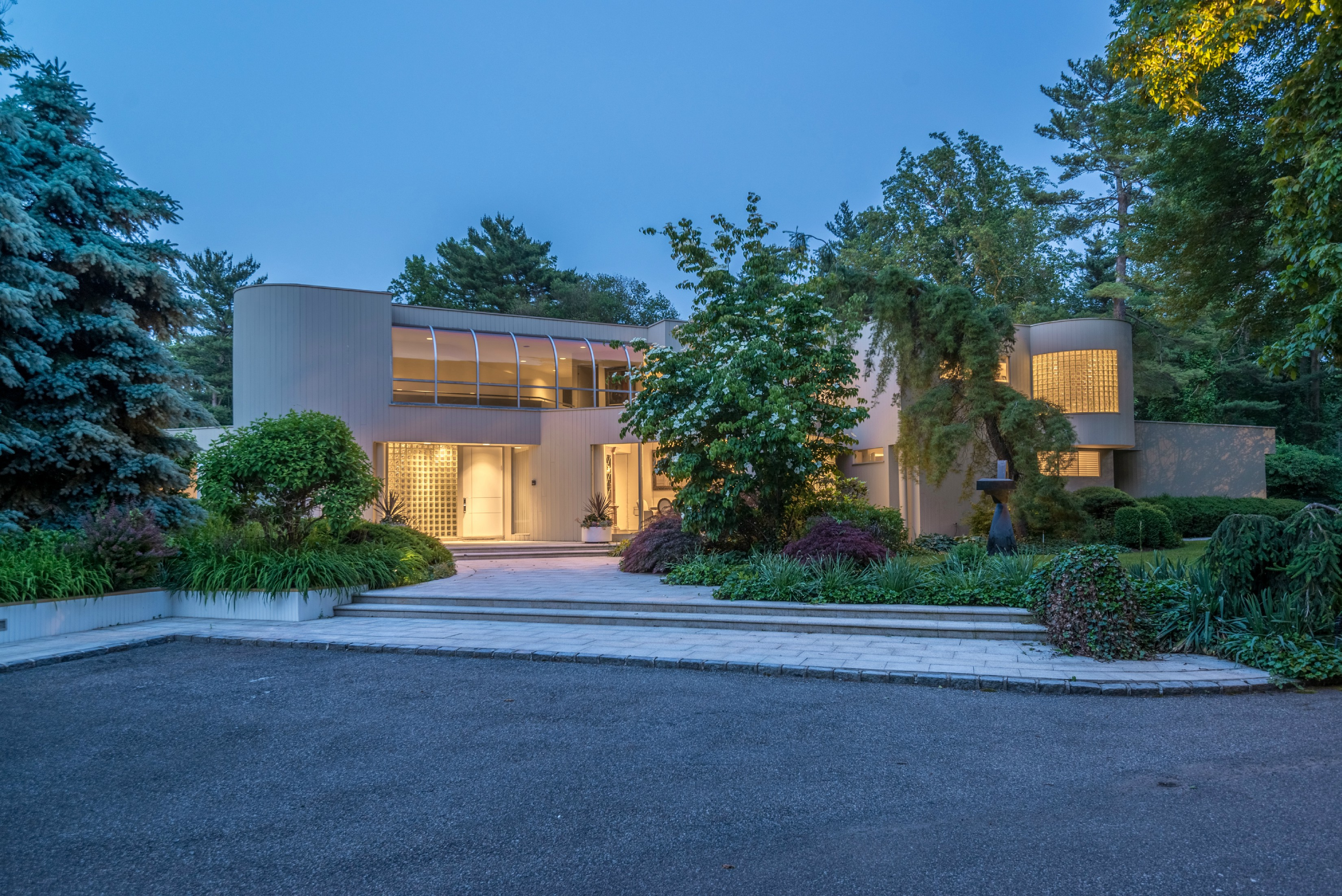 Old Westbury. Spectacular Contemporary With Two-Story Entry, Soaring Ceilings And Cascading Walls Of Glass Throughout. This 5-Bedroom, 5.5 Bath Home Is Set On Four Acres Of Property Which Include Expansive Patios And Decks, Pool With Separate Jacuzzi, Cabana And Har-Tru Tennis Court.