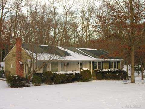 Country Ranch On Pvt.1/2 Acre In Lovely Neighborhood. Light &  Bright With Country Oak Kit, Mstr Suite, 2 Car Gar,Swrsd