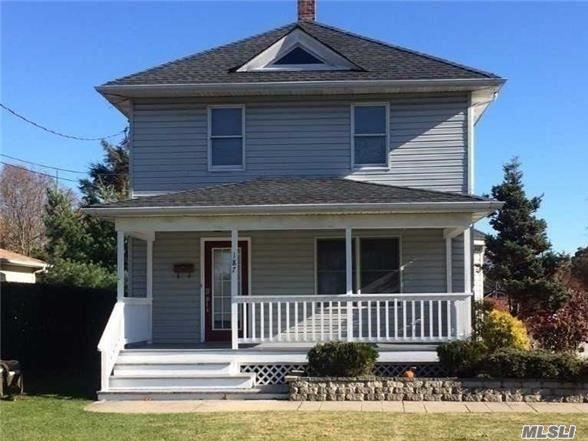 This Charming Colonial Offers A Lg. Family Rm. Or Master Br On 1st Flr. The Kit. Has Stainless Steel Appliances & Is Open To The Dining Rm., Updated 1/2 Bath Plus Hardwood Floors & Anderson Windows. New Roof In 2013. It Is Minutes To Beaches, Marina, Fishing & More! Needs Tlc Bring Your Vision.