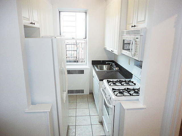 HOUSE SIZED BRIGHT 2BR 2BA RENO EAT IN KITCHEN. SPOTLESS APT AND BLDG. NR ALL TRANS AND SHOPPING. DOGS ON APT BY APT BASIS. PS 196.