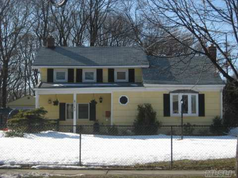 Cozy Colonial On X-Lg Property W/ Old World Charm. Lg. Lr W/Fpl, Fdr Overlooking Parklike Yard. Mostly New Windows, 10 Yr Roof(1 Layer),Main Flr Laundry, 4 Car Driveway. Pool Is A Gift, If Wanted. Near Lirr And Shops. Taxes After Star. Bring Offers.