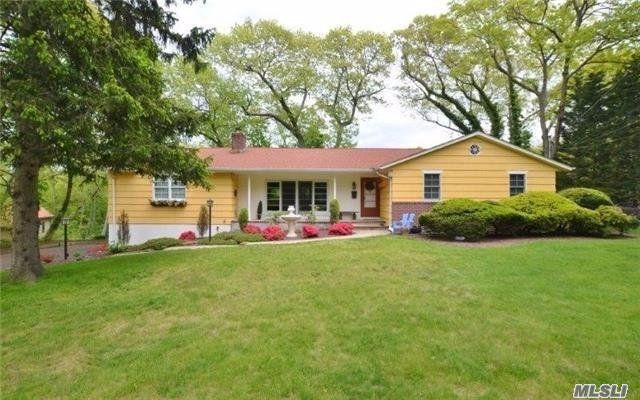 You Will Love The Character & Charm Of This Spacious 4 Bed/3 Bath Ranch In Prime Vanderbuilt Peninsula. Harborfields Schools! Set On Over A 1/2 Acre With A Privately Landscaped Lot, This House Features Detailed Moldings, Hardwood Floors, Cac, Fireplace And More. This Perfect Family Home Won't Last!