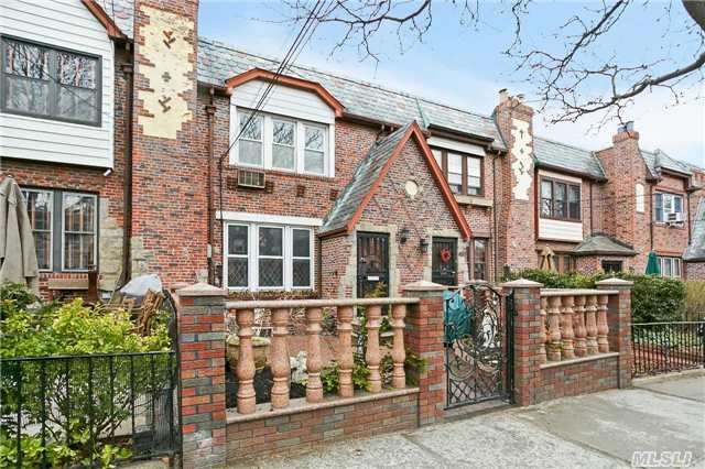 True-Turn Key! Newly Renovated 1 Family Brick Located In Heart Of Maspeth Plateau. X-Large Sunken L/R With Fireplace. Fdr, Mod Kit, S/S, Granite, Custom Wood Cabinets. Ceramic & Wood Radiant Floors, Many Closets , 5 Zone Heat, Upgraded Electric, New Windows, Accented Crown Molding, Modern Fin Bsmnt, Many Extras, Near Shop & Transp....