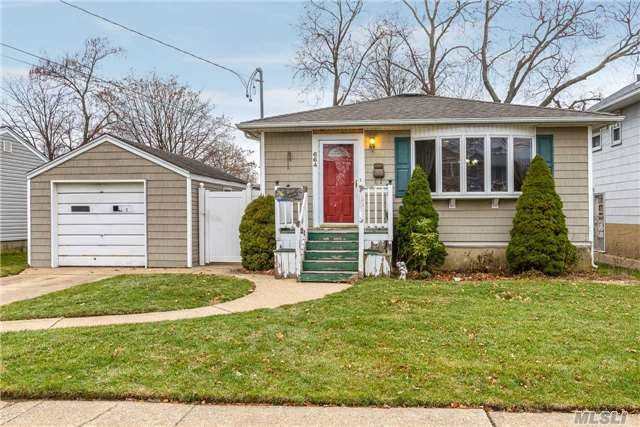 Awesome 3 Bed, 2.5 Bath In-Line Ranch In East Meadow For $449, 000. A Complete Open Floor Plan W/ Granite Eik And Island, Master Bed W/ Bath, Hardwood Floors, Ose & More! Attention To Detail Throughout W/ Vaulted & Tray Ceilings. A Perfect Large Finished Basement W/ Room For Guests! A Great Home Ready For A New Owner!