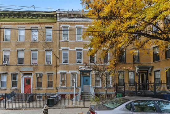 Ridgewood, Mint Condition 6 Family Building In A Prime Location , Near M & L Train , Shopping Area And Hospitals,  Income $86, 023 Expenses $21, 436