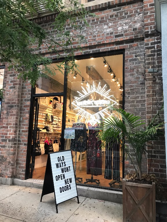 Great retail space on busy Bleecker Street off the corner of Jones Street! This 600 sq ft space has 18 ft of frontage on Bleecker street and great foot traffic. Food/Venting accepted. Available December 31st.  Vibrant neighborhood, close to the A, C, E, B, D, F, M & 1 subway lines. Neighbors include Blind Tiger, Murray's Cheese, & John's Pizzeria  Please call 917-261-6561 for more information or to schedule a viewing.