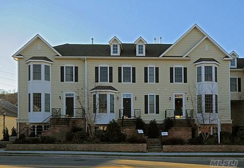 'Hotest Development' By Newsday. Victorian Style Townhome In Historic Oyster Bay. Elegant Private Community, Hardwood Floors On 1st And 2nd Floor, Stunning Kitchen And Bathrooms. Option To Install Elevator.