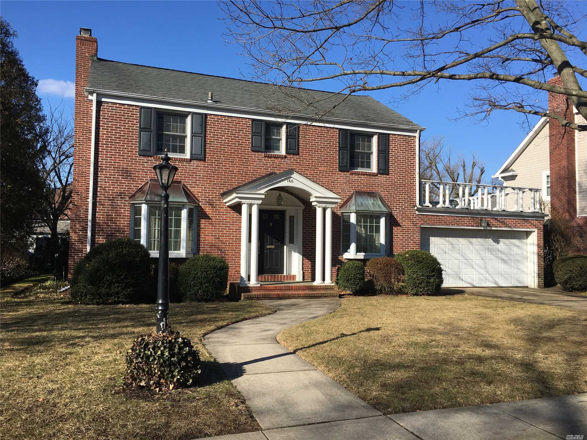 Brick Colonial In Heart Of Estates Section. 3 Bedrooms, 2.5 Baths, Living  Room 20. 166 Roxbury Rd Garden City NY ... Gallery