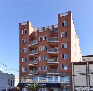 Newly Renovated, Bright & Spacious 2 Brs 1Bath, With Large South Exposure Balcony. Near Main St, Subway, And All. 947 Sqft.