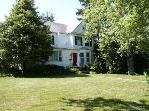 Priced To Sell...Fab 4Br, 1.55 Bth Ch Colonial On Oversized Lot-Lr W/Fplc, Huge Fdr,Eik W/Washer&Dryer, Heated Sun Rm, Wood Paneled Study, Media Rm, Fr, Den, Gleaming Hw Floors, Beautiful Architectural Details Thru-Out, New Appliances, Updated Eik, Loads Of Space, Ns Schools