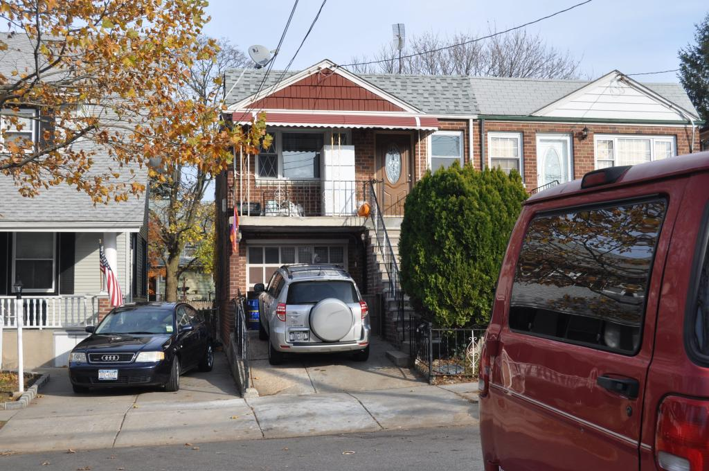 Beautiful 2 Bedroom Apartment For Rent In Bayside. Featuring Living Room, Dining Room, Kitchen, And 1 Full Bath. Hardwood Floors Throughout. Terrace. Pet Friendly. Near Lirr, Bus, And Shops. A Must See!!!
