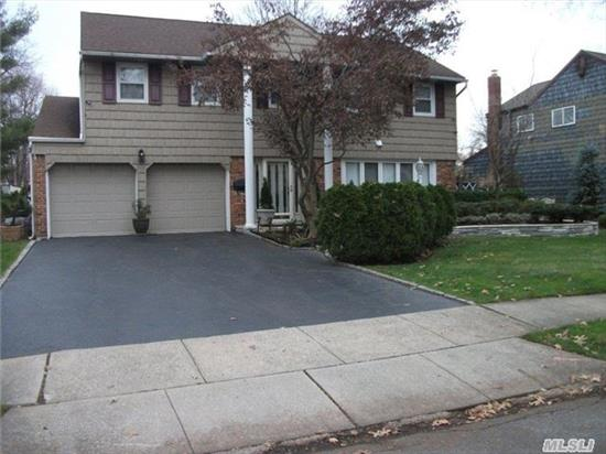 Pristine Splanch In Diamond Cond. Features 4/5Bed Room 2.5 Bath.Master Suite With Sitting Rm.